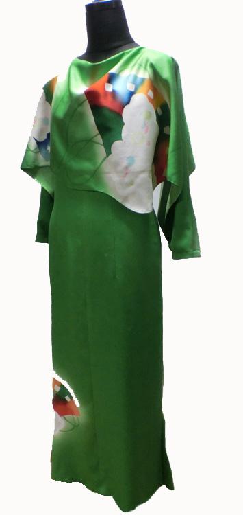 鮮やかなグリーンのドレス