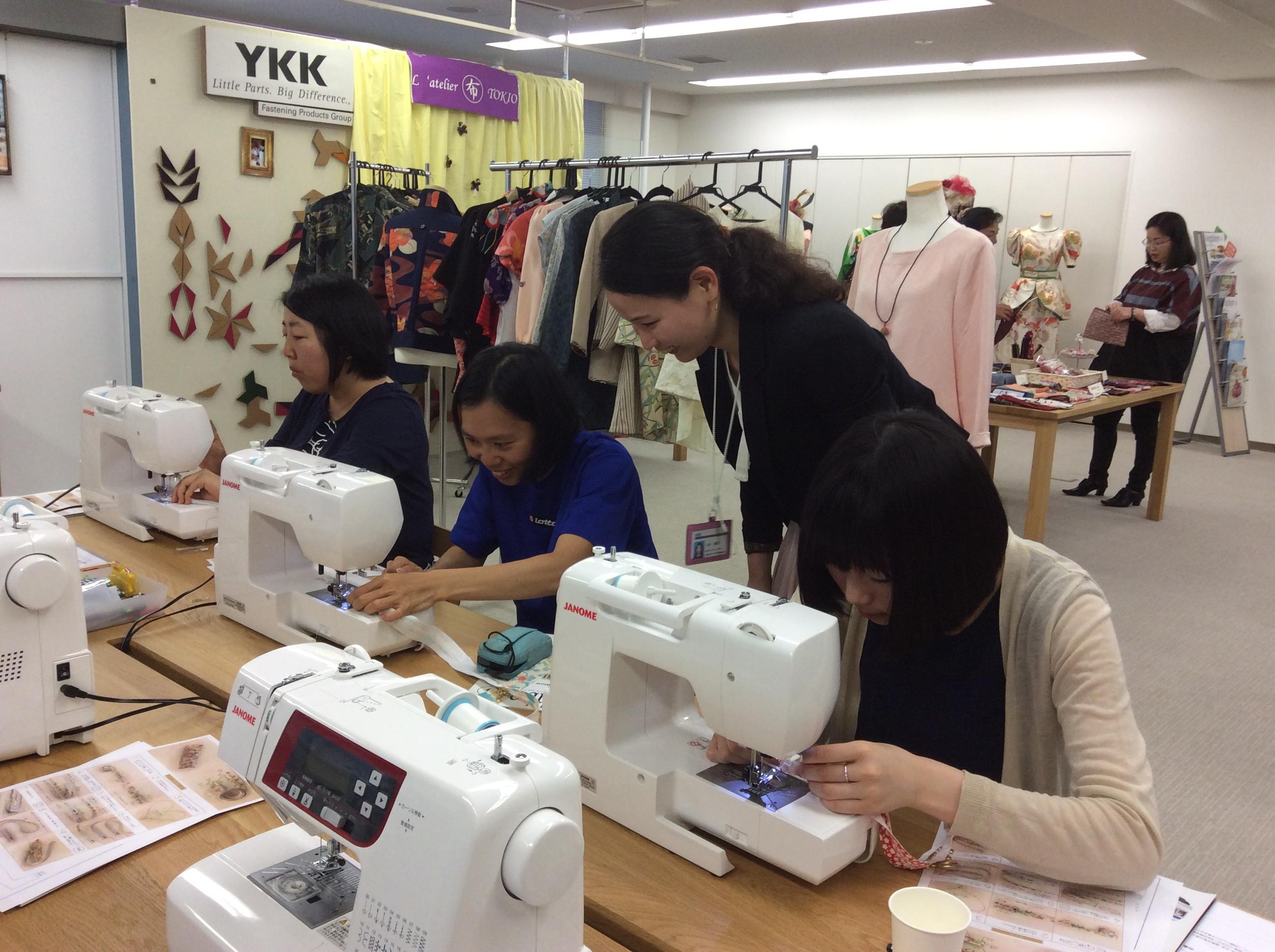 講師はYKKファスニングプロダクツ販売のデザイナー・上杉咲気氏