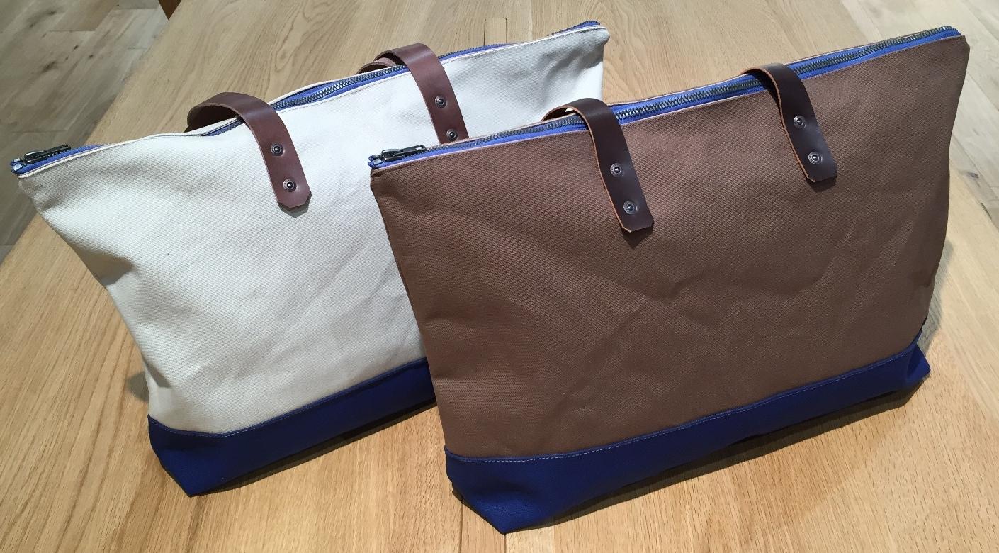 バッグのサイズはヨコ約47㎝、タテ約32㎝。マチは約10㎝