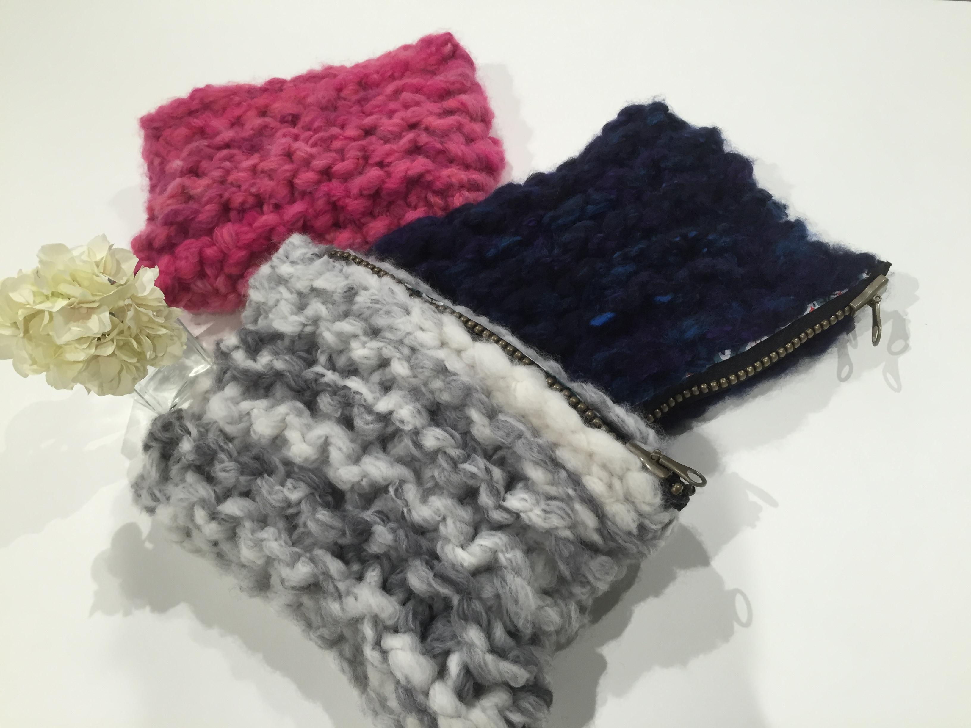 サイズはヨコ約32㎝×タテ約22㎝。編み方によってサイズは前後します
